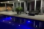 Swimmingpool beleuchtet